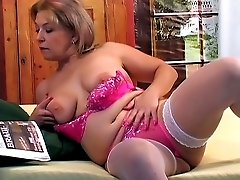 Hot GILF get her pussy pumped with meat stick